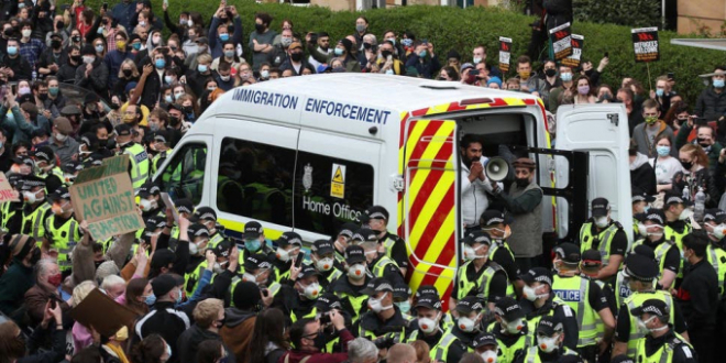 Immigration raid defeated, Glasgow, 12 May